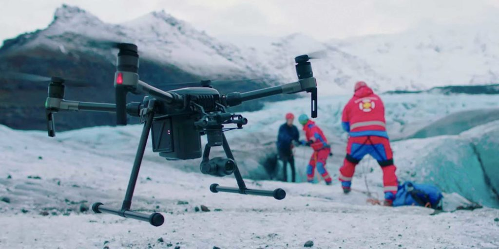 drones and mountain rescuers